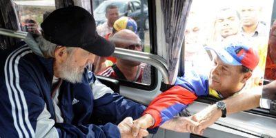 Fidel Castro se muestra saludable al recorrer las calles de La Habana