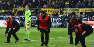 La afición del Borussia Dortmund tiene la costumbre de lanzarle plátanos a los porteros rivales. Foto:Getty Images