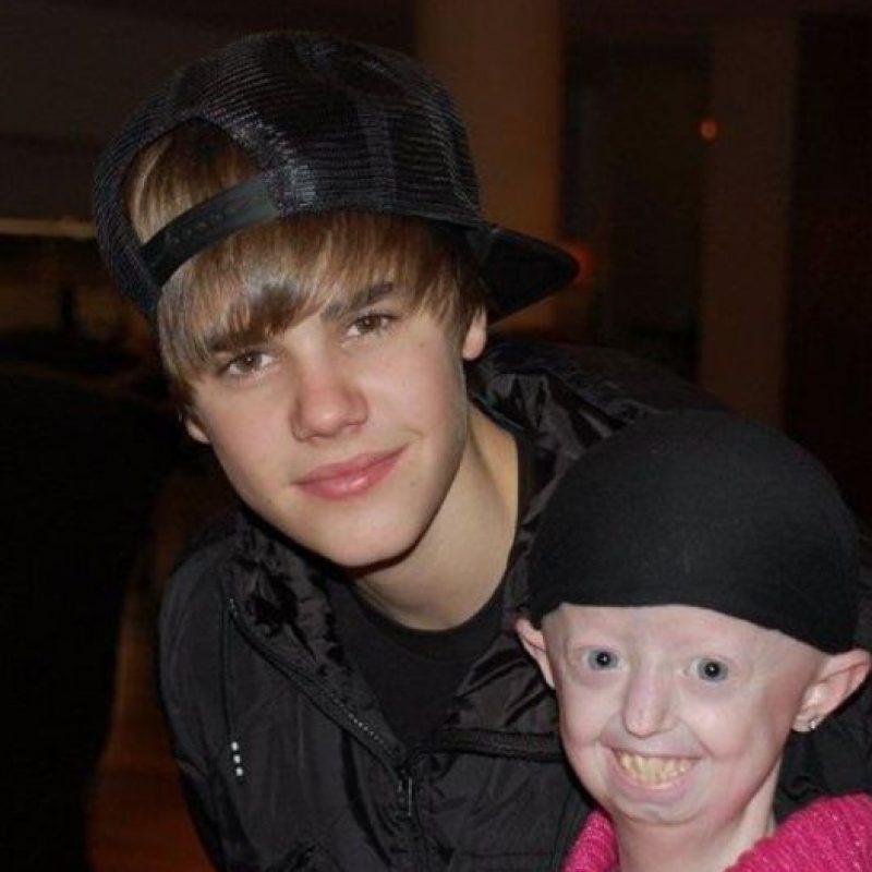 Entre ellos Justin Bieber y Selena Gómez, sus cantantes favoritos. Foto:Hayley Okines/Facebook