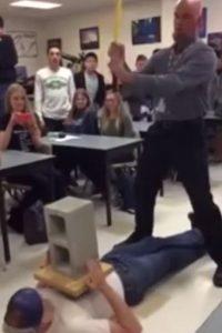 """El video se llama: """"Cómo el profesor de física perdió su trabajo"""" Foto:Youtube"""