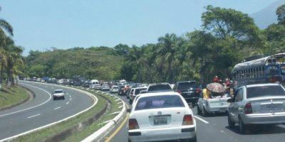 FOTOS. Filas de más un kilómetro en el peaje de Palín-Escuintla