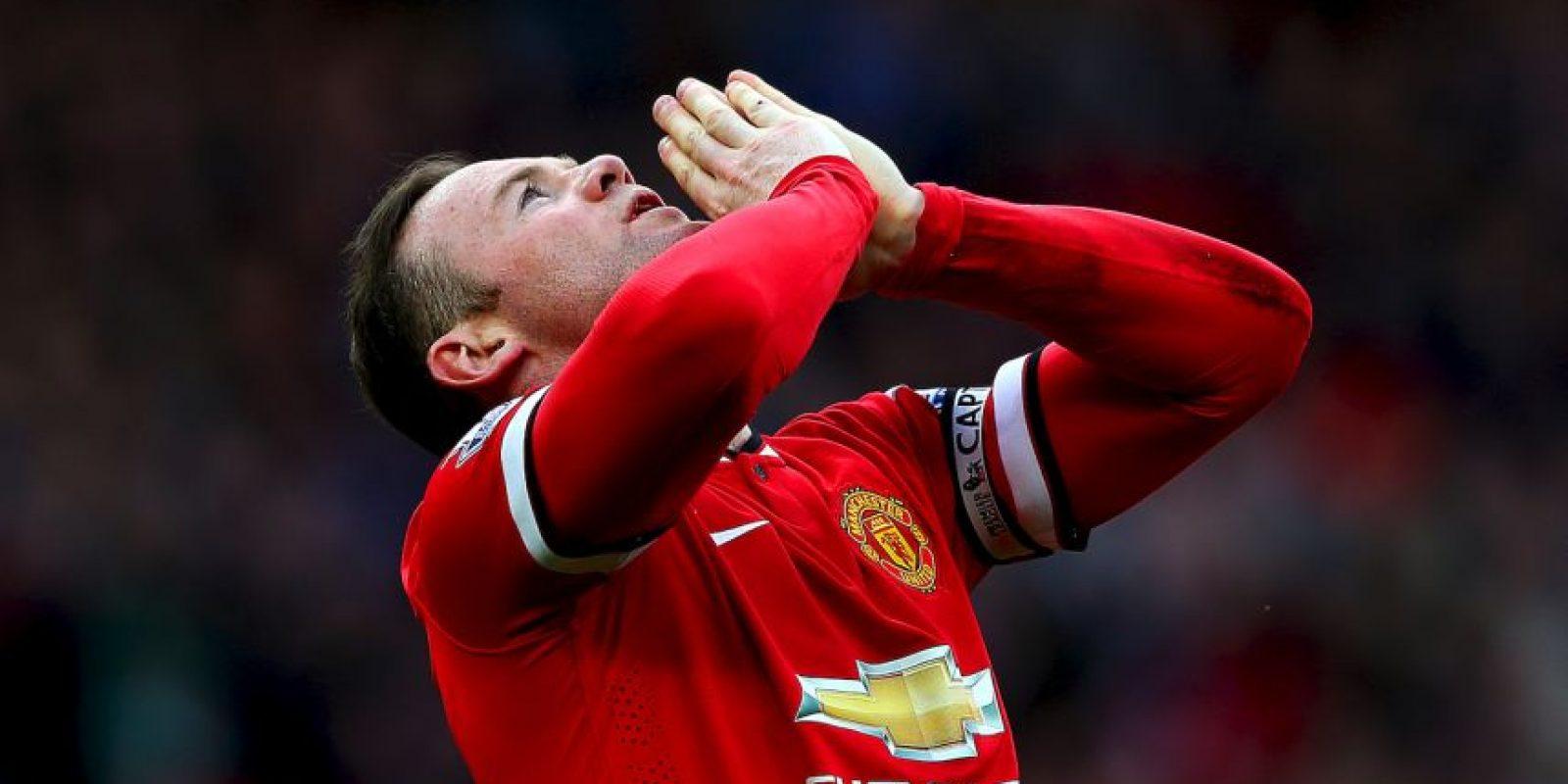 La figura del equipo, Wayne Rooney, se involucró en un escándalo cuando Jennifer Thompson, una prostituta inglesa de 21 años, reveló haber mantenido relaciones sexuales con él por siete veces en cuatro meses. Foto:Getty Images