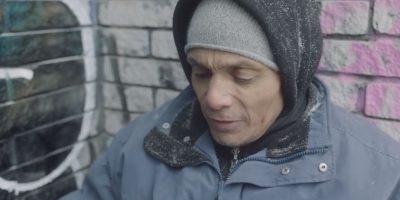 Estas personas sin hogar leyeron tuits crueles contra ellos. Foto:Raising The Roof/Youtube