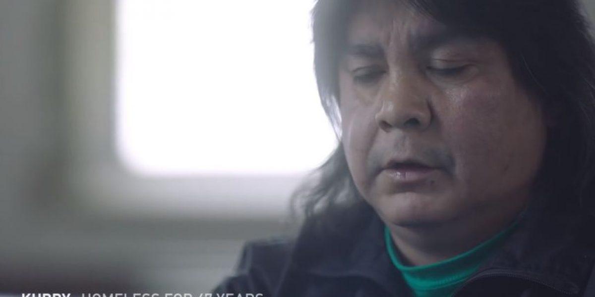 Este video de indigentes leyendo tuits crueles contra ellos romperá su corazón