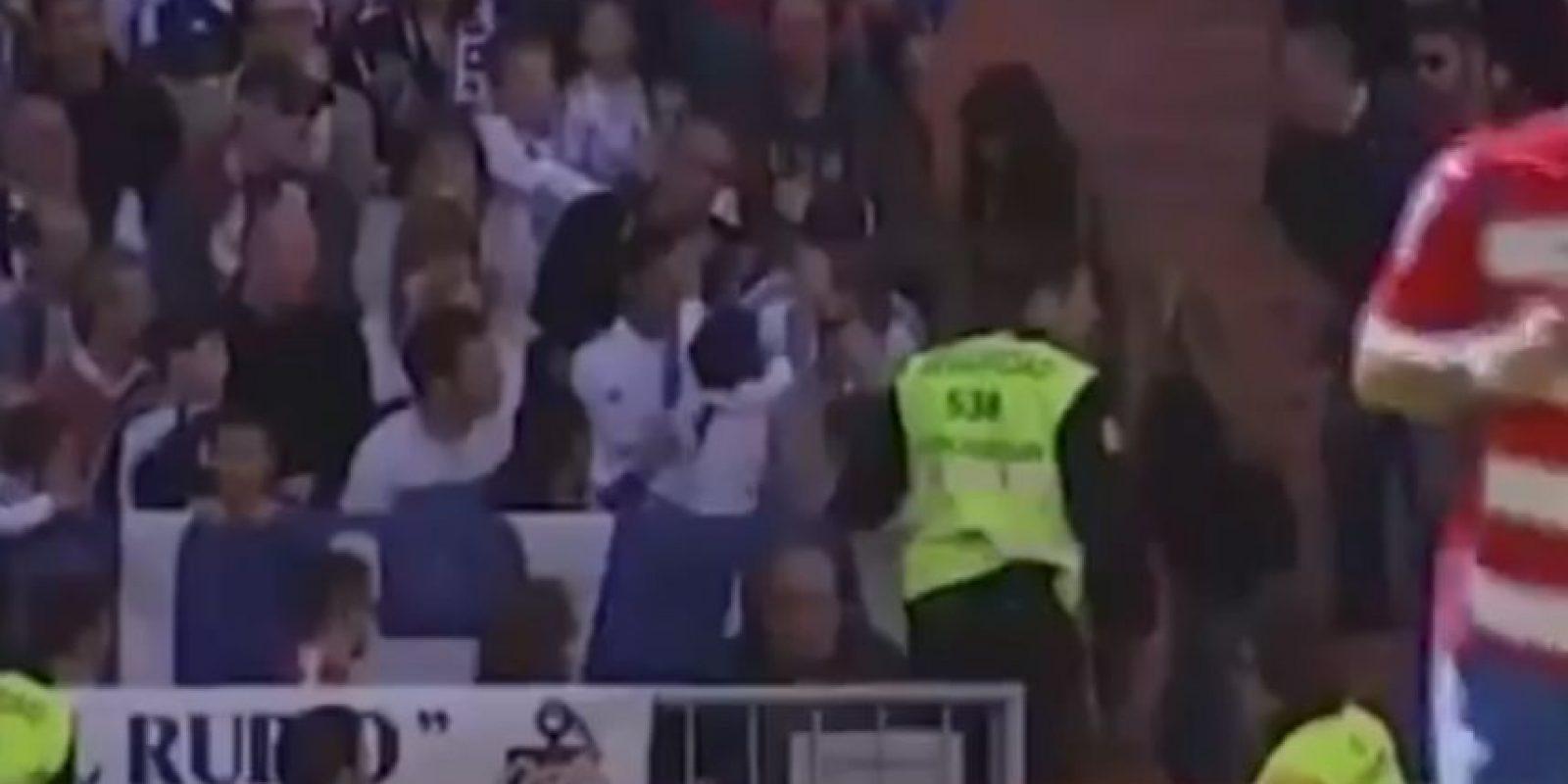Un niño estaba sufriendo las consecuencias por haber recibido el disparo de frente. Foto:YouTube Football HD