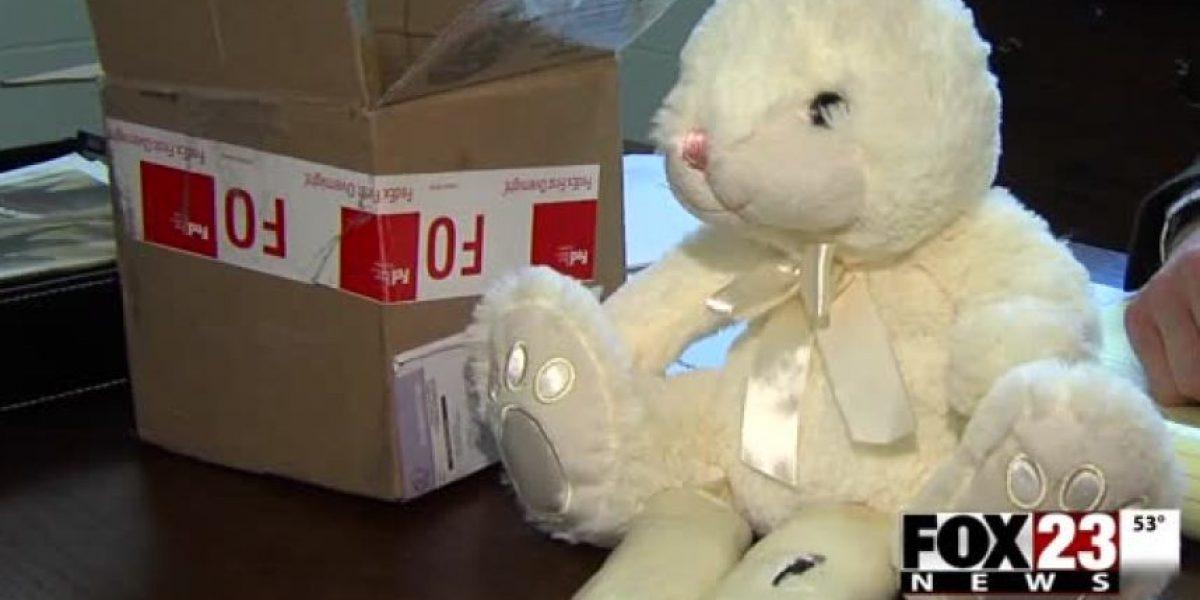 Arrestan a mujer que llevaba metanfetaminas dentro de un conejo de pascua