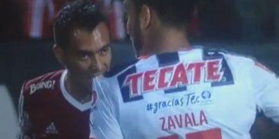 A lo Luis Suárez: Juan Arango muerde a rival en partido de la liga mexicana