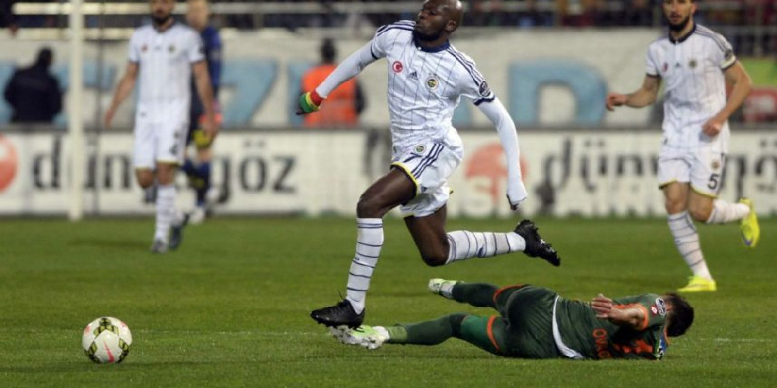 El Fenerbahçe fue atacado después de la victoria por 5-1 sobre el equipo local Rizespor. Foto:AFP