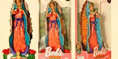 """Los argentinos, Pool Paolini y Marianela Parelli, causaron gran controversia cuando presentaron su línea de muñecos religiosos, donde """"Barbie"""" se convirtió en diferentes Vírgenes del mundo y Ken en santos como Buda, San Roque y Jesús. Foto:Facebook/Pool&Marianela"""