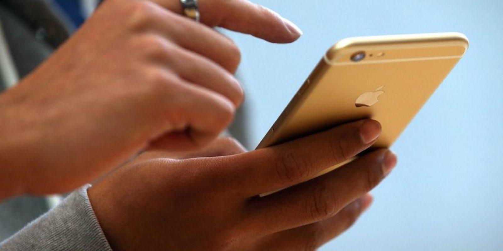 """Menos feo: Un usuario escribió que no creía que el iPhone 6 estuviera siquiera cerca de lo que todos pensaban del iPhone 5s debido a """"el bulto de cámara"""" y """"las vulgares líneas de plástico que se observan a través de todo el dispositivo"""". Foto:Getty Images"""