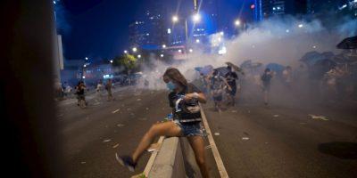 7. Estos protagonizaron múltiples encontronazos con las autoridades, que intentaban dispersarlos. Foto:Getty