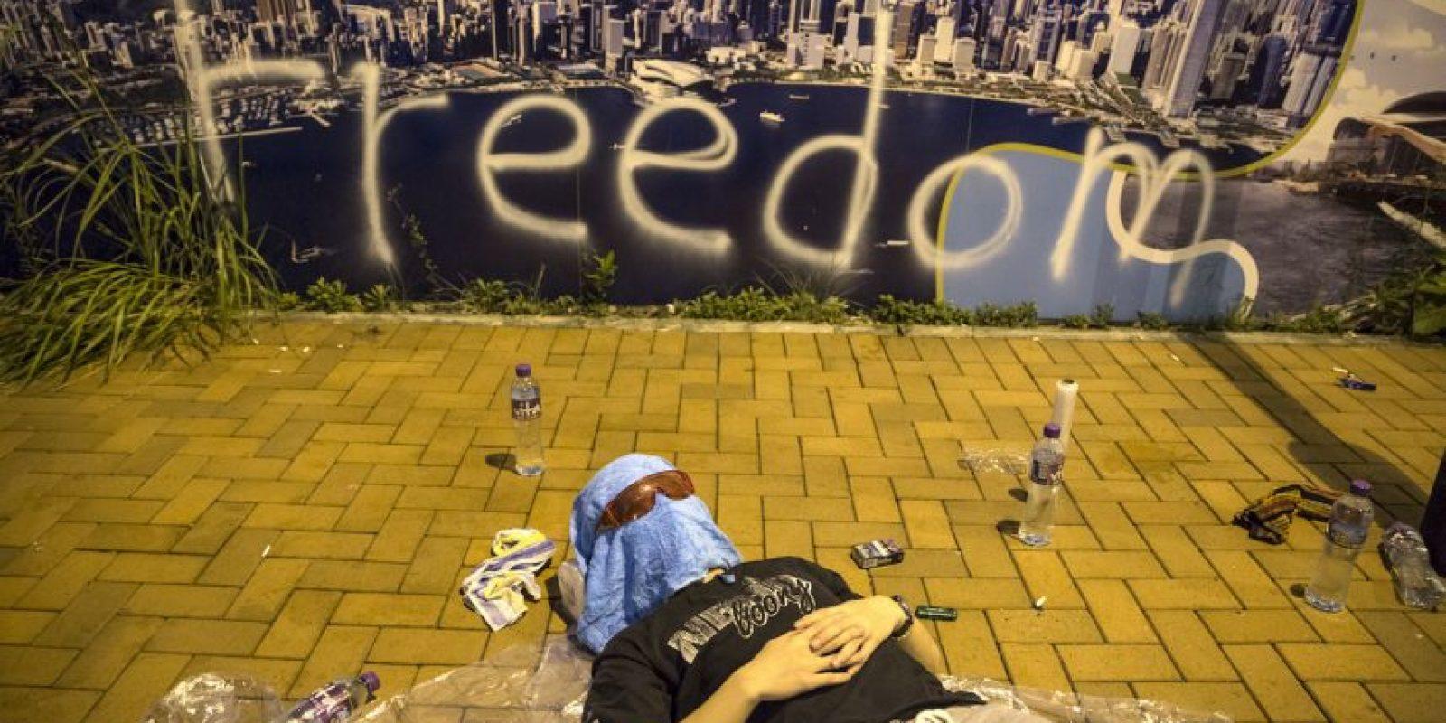 9. Bancos, escuelas y otros comercios cerraron a raíz de las multitudinarias manifestaciones. Foto:Getty