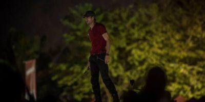 El cantante presentó un show con efectos visuales producidos por luces y cortinas de humo Foto:Oliver de Ros