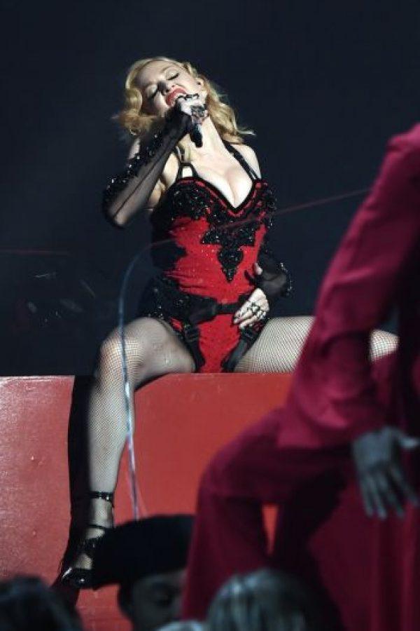 """En 2013, la marca de camisetas, """"Blasphemia T-Shirts"""" accedió a retirar los productos donde aparecía la imagen de Madonna con el rostro de la Virgen Macarena. Foto:Getty Images"""