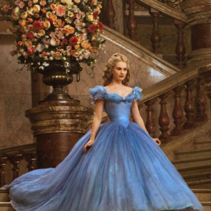 4. La capa superior del vestido está hecha con crepelina, una seda muy fina y ligera. Foto:Disney
