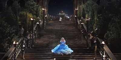 9. Hay tres millas de hilo en los dobladillos y 250 metros de tela en el vestido. Foto:Disney