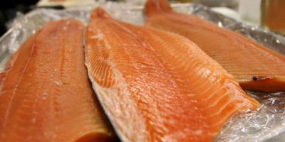 5. Salmones y sardinas. Estos alimentos son ricos en ácidos grasos Omega-3, los cuales aportan beneficios como sentirnos con energía y buen humor. Foto:Getty Images