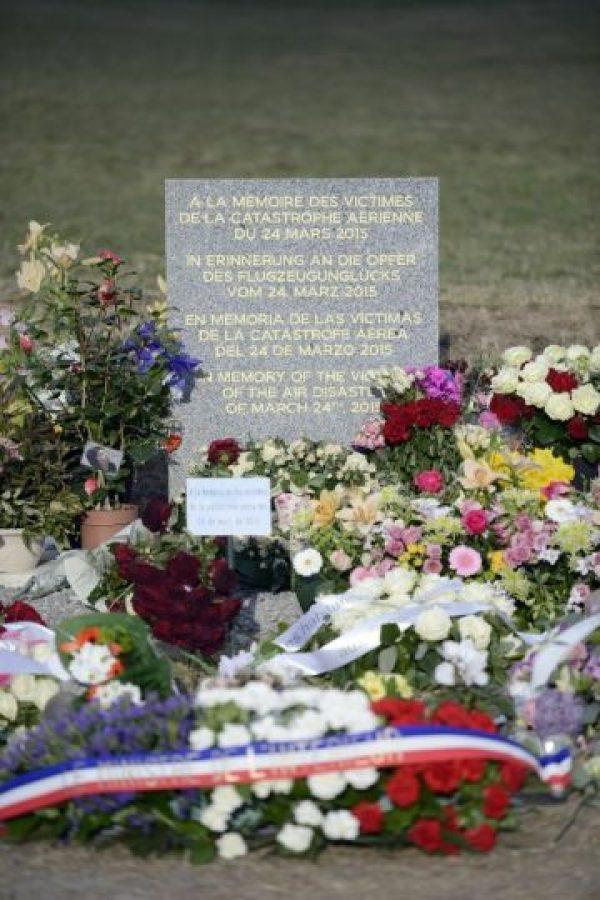 """Existe una campaña en redes sociales para realizar un memorial al piloto Sonderheimer, quien ha sido calificado de """"héroe"""" por sus intentos de abrir la puerta de la cabina Foto:AFP"""
