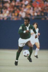 """""""Dios me dio el don de jugar al fútbol, y el resto lo conseguí porque me cuidaba y me preparaba"""", Pelé Foto:Getty Images"""