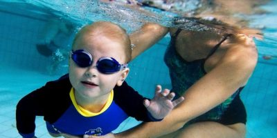 Las piscinas profundas de 1,70m facilitan el buceo, los saltos…, pero requieren más vigilancia Foto:Getty Images. Información: Guiadelnino.com