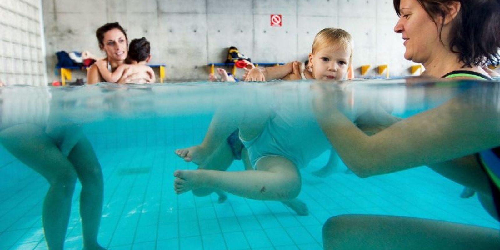 Prácticamente desde que nace, aunque hay cursos de natación desde los seis meses de edad Foto:Getty Images