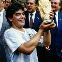 """""""Pase lo que pase y dirija quien dirija, la camiseta número 10 será siempre mía"""", Maradona Foto:Getty Images"""