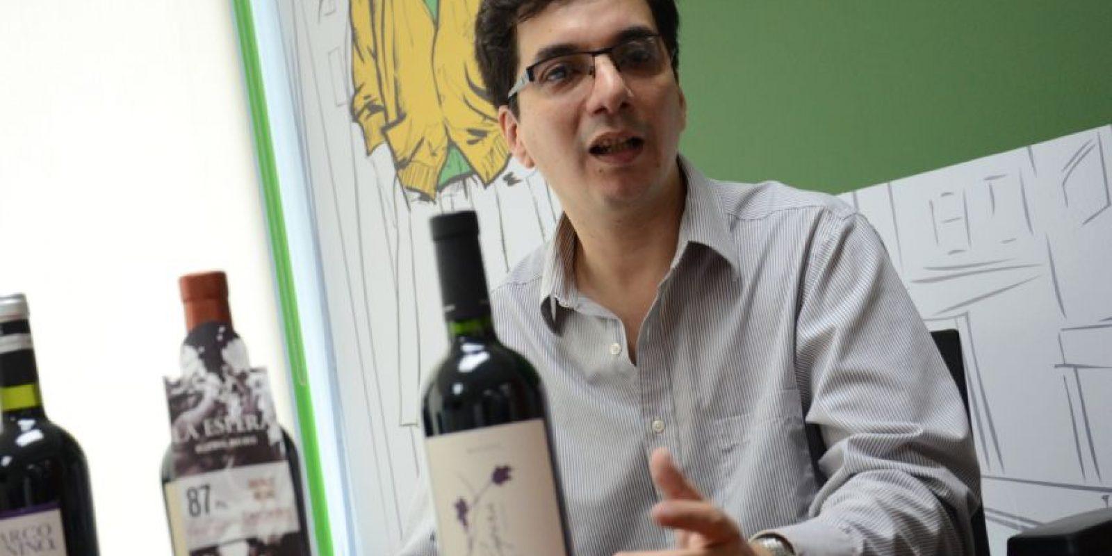 """""""Uno abre una botella de vino cuando está contento. Esa es la mejor forma de abrir una botella de vino"""" Walter González Foto:Luis Carlos Nájera"""