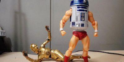 Fotos: Una divertida pelea de R2D2 usando partes de otros juguetes
