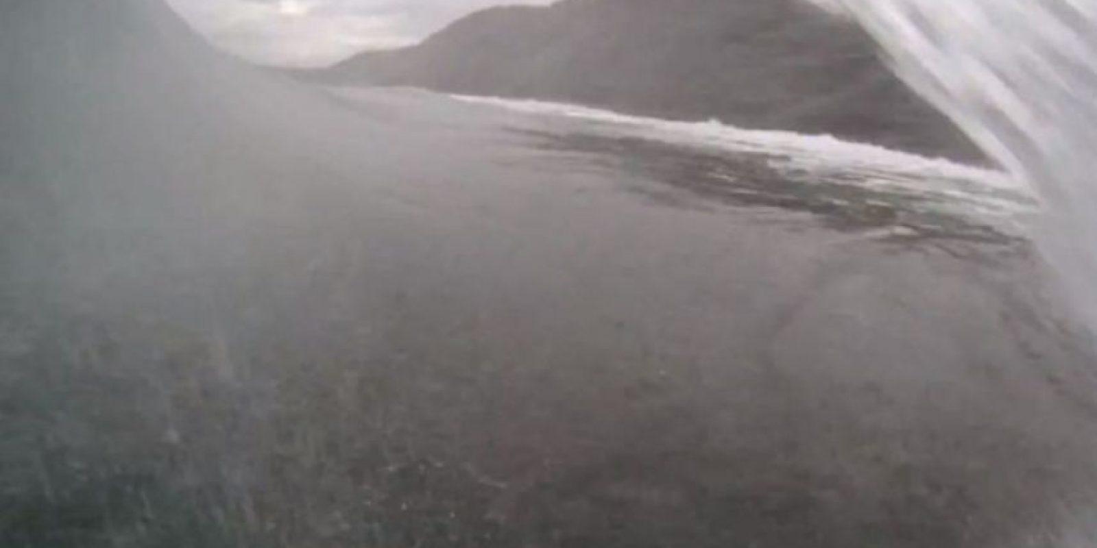 Eoin McCathy junto a sus amigos desafía las olas de Irlanda. Foto:GoPro