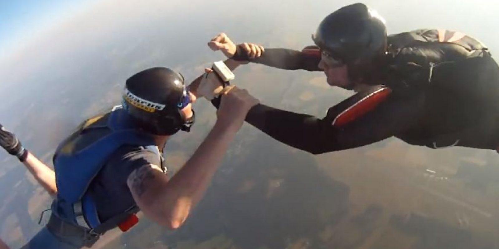 Una sesión de paracaidismo terminó de una forma extraña. Foto:Kristoffer Örstadius