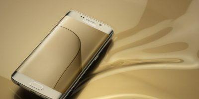 Su pantalla es Super AMOLED de 5.1 pulgadas con protección Corning Gorill Glass. Foto:Samsung