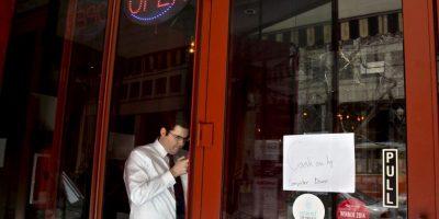 COmercios de la zona también fueron afectados por la falta de luz Foto:AP