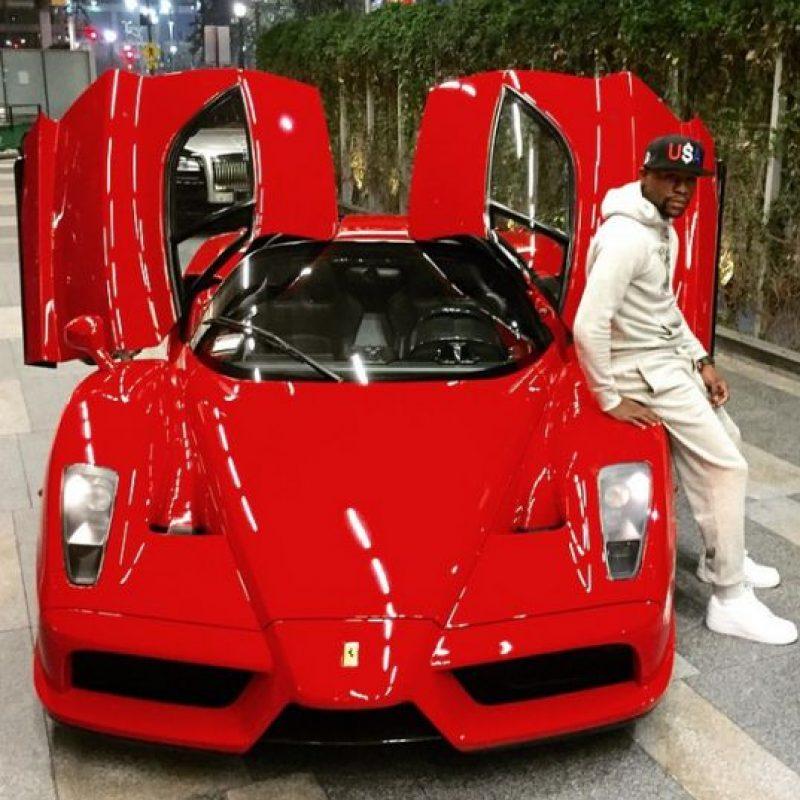 También tiene una exclusiva flota de automóviles, que incluyen Buggati Veyron, Buggatti Gran Sport, dos Ferrari y un Lamborghini, entre otros. También es dueño de un jet privado. Foto:Vía instagram.com/floydmayweather