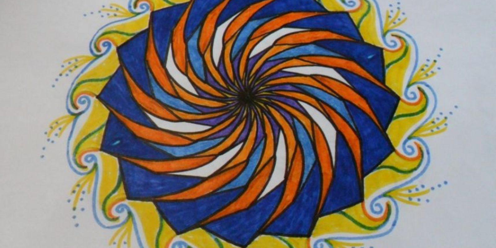 Los mándalas están asociados a la buena energía, colorearlos ayuda a reducir el estrés y es una buena actividad tanto para adultos como para niños, compartió el sitio uruguayo Ir21. Foto:Tumblr.com/Tagged-mandalas