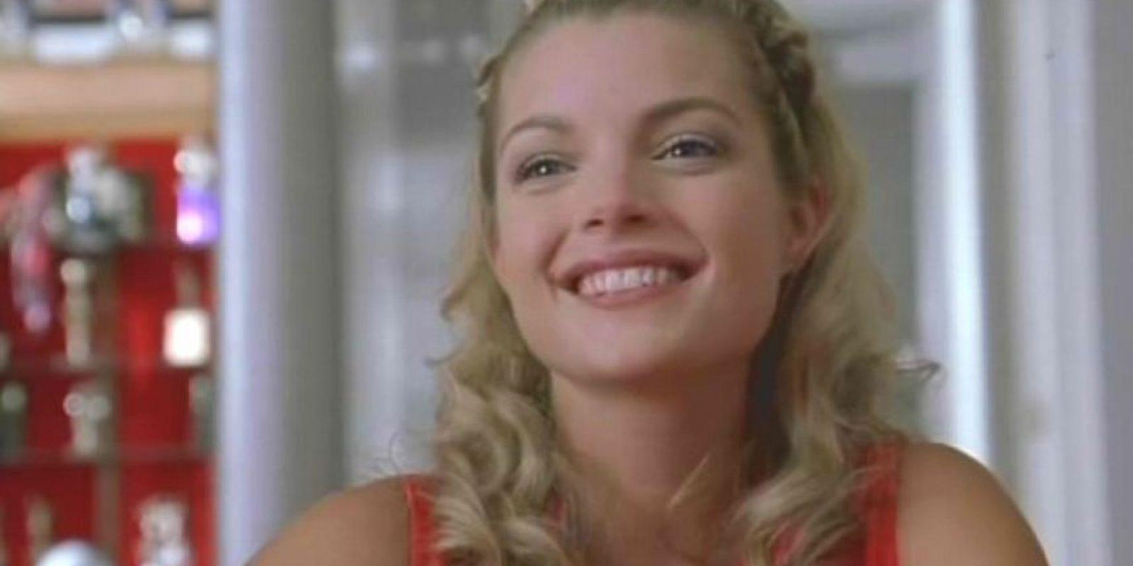 Clare Kramer era Courtney, una de las porristas de los Toros que le disputaba el poder a Torrance y era completamente malvada. Foto:vía Universal