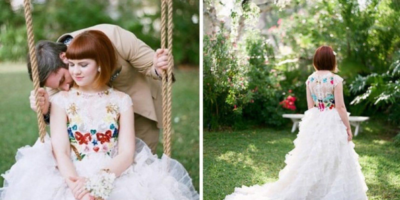 Color y encaje al mismo tiempo Foto:weddingchicks.com