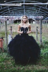 El negro es atrevido, pero interesante Foto:fashiongonerogue.com