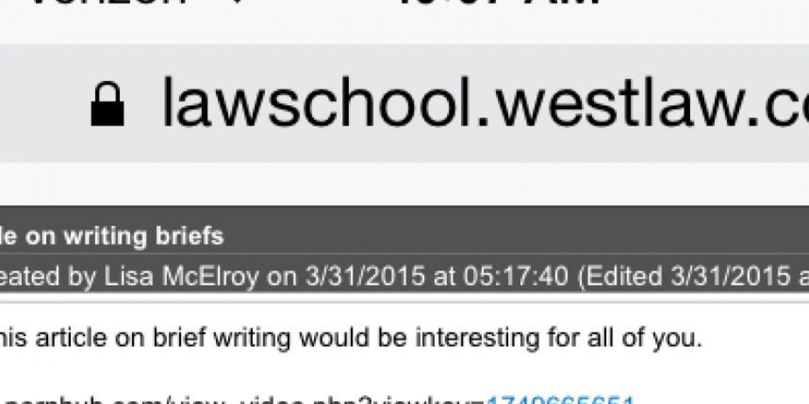 """""""Pienso que este artículo podría interesarle"""" decía el mensaje automático enviado desde su correo electrónico de la oficina Foto:Twitter"""