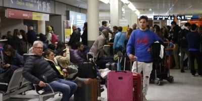 FOTOS: Caos en aeropuertos de Francia por huelga de controladores aéreos
