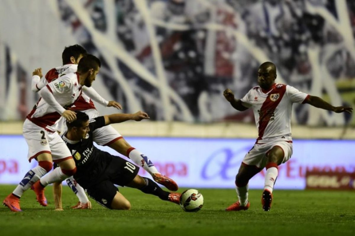 El Real Madrid ganó en Vallecas y sigue a cuatro puntos del cuadro azulgrana. Foto:AFP