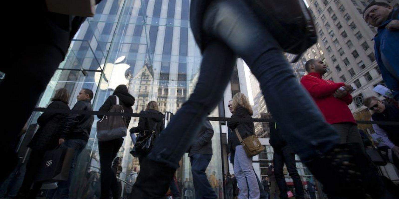 Las filas son comunes cuando se presenta un nuevo producto de la manzana. Foto:Getty Images