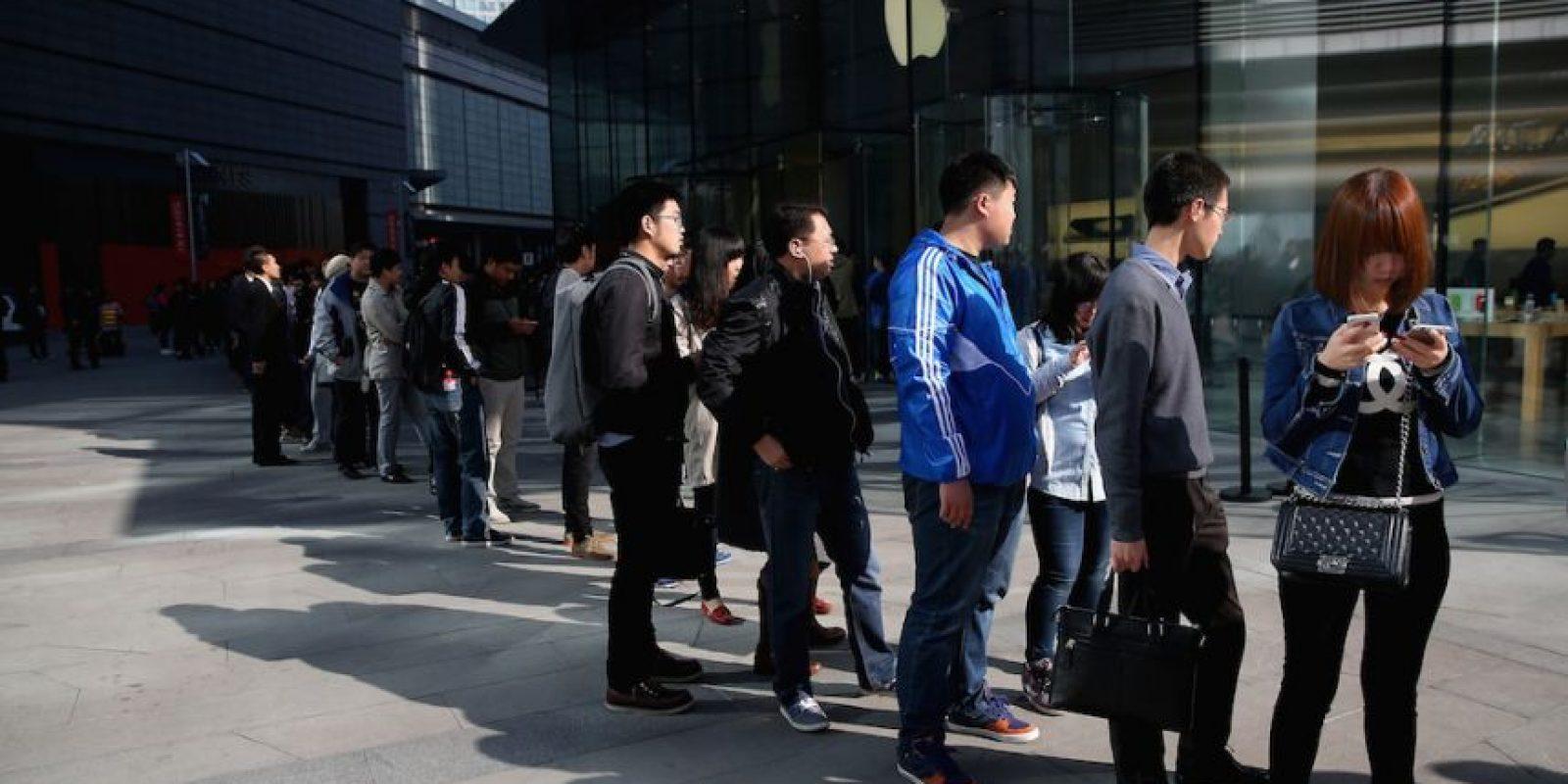 Empleados de Apple alentarán a los usuarios a comprar en línea. Foto:Getty Images
