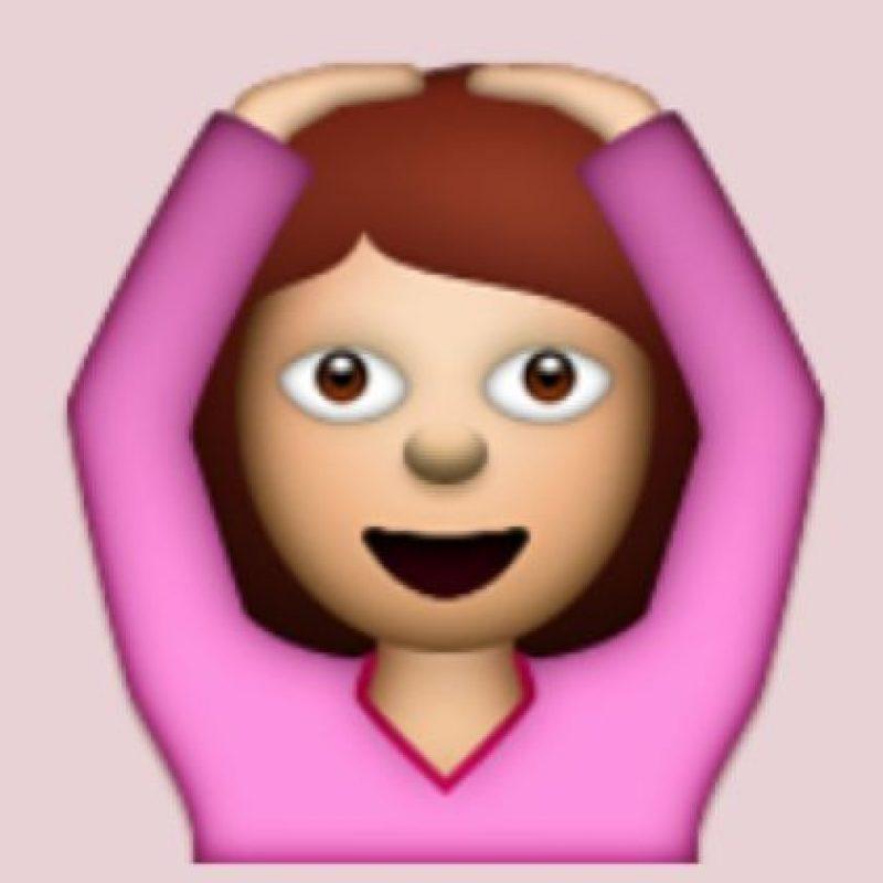 """Emoción, relajamiento o sorpresa: Aunque en realidad significa """"OK"""" debido a que aparentemente representaría un letra """"O"""". Foto:Pinterest"""