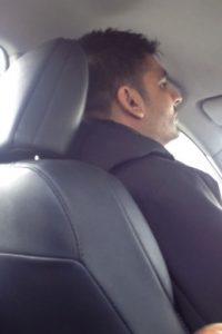 Sanjay Seth cometió un error que le valió una horrible experiencia. Foto:Sanjay Seth/Youtube
