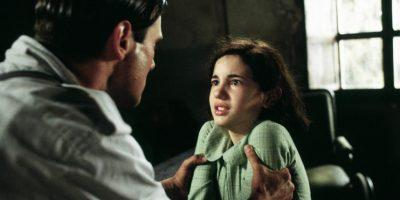Ofelia tiene que pasar duras pruebas. Entre ellas la brutalidad de su padrastro y la incredulidad (y enfermedad) de su débil madre. Foto:Warner Bros