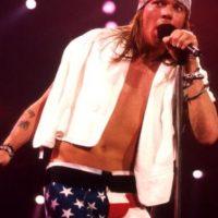 """Muchos deliraban con Axl Rose, vocalista de """"Guns n Roses"""" en los años 90. Era un espectáculo visual verlo en bóxers en sus presentaciones en vivo con la banda. Foto:Getty Images"""