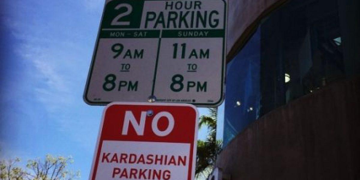 FOTOS: Aparecen letreros que prohiben el estacionamiento a las Kardashian