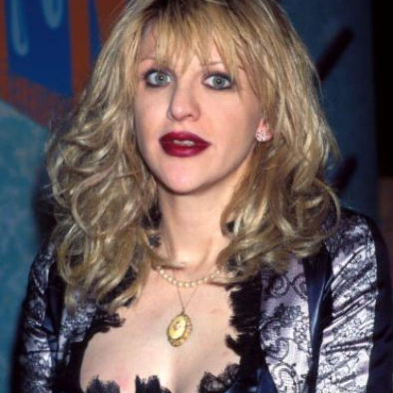 Mientras la banda de su marido, Kurt Cobain, crecía en popularidad, ella comenzaba con la suya. Foto:vía Getty Images