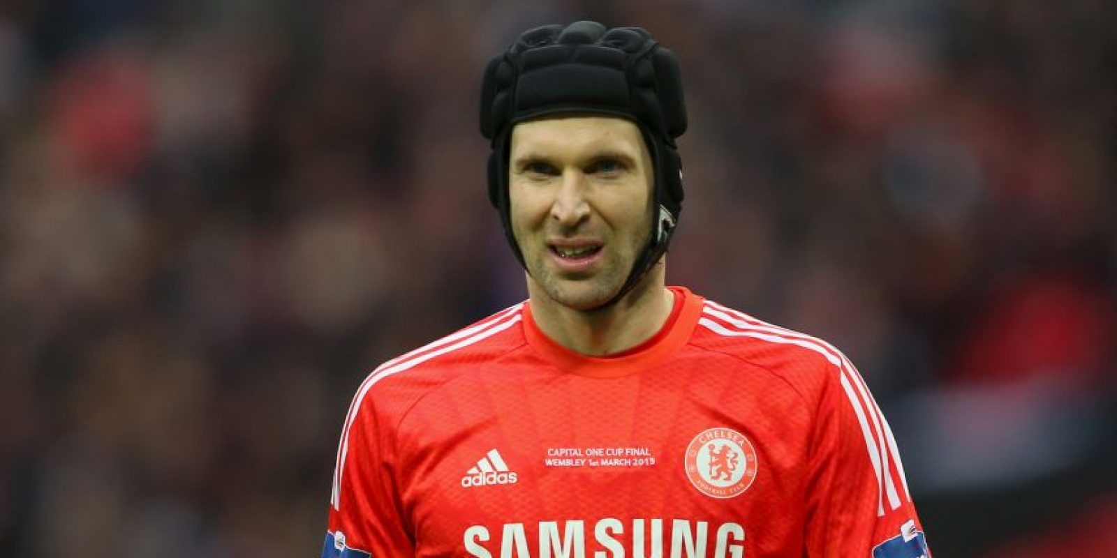 Cech sufrió una fractura de cráneo y necesitó tres meses para recuperarse. Foto:Getty Images