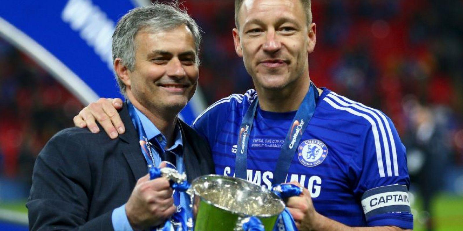 """Mourinho rescató a Terry del retiro, justo cuando los anteriores entrenadores del Chelsea, André Villas-Boas y Rafael Benítez, lo habían relegado a un papel secundario. """"JT"""" fue una pieza fundamental en la primera etapa de """"Mou"""" con los """"Blues"""" y en 2015, ya firmó una extensión de contrato para seguir demostrando que el fútbol no se le ha acabado. Foto:Getty Images"""